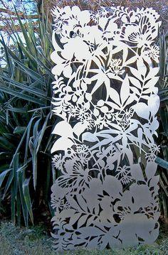 Metal lattice work-wouldn't this be a great canopy Laser Cut Screens, Laser Cut Panels, Metal Panels, Metal Screen, Metal Fence, Home Garden Design, Garden Art, Easy Garden, Garden Paths