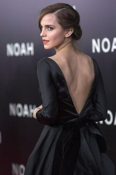 "Emma Watson Confirms She'll Sing in ""Beauty & the Beast"" Noah Noah, Emma Watson Estilo, British Actresses, Hot Girls, Backless, Celebs, Twitter, Sexy, Instagram"