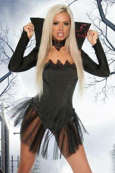 Este hermoso traje de vampira incluye el vestido strapless con la falda de tul y la pieza del cuello con mangas largas a juego. Material : Acrylic + Spandex Precio 38,99€ ENTREGA DOMICILIO GRATUITA Más Detalles: http://www.corsetsymas.es/#!/~/product/category=1926251&id=33053757