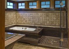 badewanne-einmauern-ablage-luxus-braun-naturstein-dusche-glaswand-fenster.jpg 750×534 Pixel