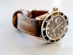 LOVE aged-leather watch straps - Arrillo Gunny Watch Strap with Rolex Sub Rolex Vintage, Vintage Watches, Cool Watches, Rolex Watches, Watches For Men, Men's Rolex, Diamond Watches, Ladies Watches, Luxury Watches