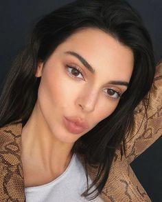 Kendall+Kylie - New Season Styles Kendall Jenner Outfits, Kendall Jenner Make Up, Kendall Jenner Icons, Kendall And Kylie, Kendall Jenner Selfie, Maquillage Kendall Jenner, Cejas Kendall Jenner, Kylie Jenner Makeup, Kendall Jenner Eyebrows