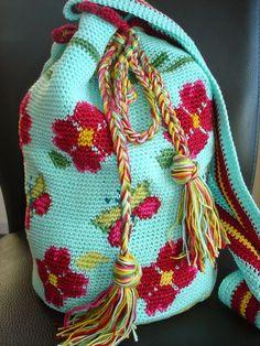 LOVE this! Tapestry crochet bag pattern. Site in Dutch...mooi bloemenpatroon