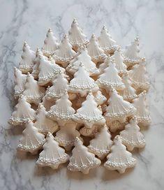 15 Christmas baking like Christmas tree you can copy - ibaz Cute Christmas Cookies, Christmas Goodies, Holiday Cookies, Holiday Treats, Christmas Treats, Christmas Baking, Holiday Recipes, Christmas Time, Xmas Desserts