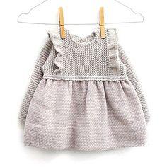Los materiales que hemos usado para hacer nuestro vestido de punto de la talla 12-18 meses son: