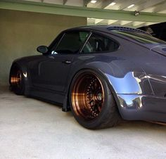 Deep Dish Porsche
