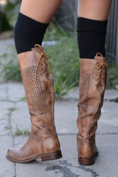 The CAMBRIDGE is a fashion boot perfect for jeans or dresses. Slouch it down for a bare leg casual look.