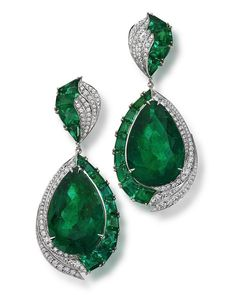 Jewelry OFF! Handemade pair of diamond and emerald baguette and a unique pair of 60 carat Pear shaped Emeralds from the haute Joaillerie Collection… Emerald Earrings, Emerald Jewelry, High Jewelry, Enamel Jewelry, Luxury Jewelry, Jewelry Art, Gemstone Jewelry, Diamond Jewelry, Antique Jewelry