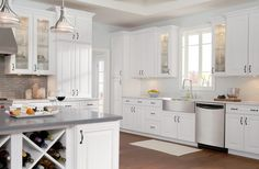 Mutfak tezgahlarında uzun ömürlü malzemeleri seçmek her zaman için iyi bir çözümdür. Mutfak tezgahları için kullanılabilecek en güzel malzemeler; mermer, granit ve akrilik malzemeleridir