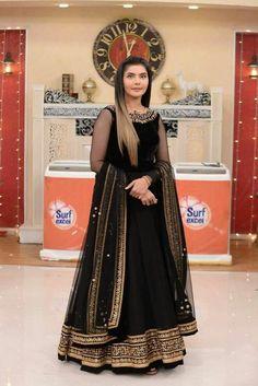 Pakistani Maxi Dresses, Asian Wedding Dress Pakistani, Beautiful Pakistani Dresses, Pakistani Fashion Party Wear, Indian Fashion Dresses, Pakistani Dress Design, Indian Designer Outfits, Pakistani Clothing, Nikkah Dress