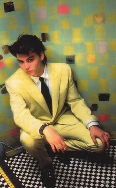 "Sexy as hell Johnny Depp rockin"" a yellow suit. In the men weren't afraid of a little color. Young Johnny Depp, Here's Johnny, Johnny Depp Movies, The Brave Johnny Depp, Johnny Depp Images, Yellow Suit, Mellow Yellow, Junger Johnny Depp, Funny Tattoos"