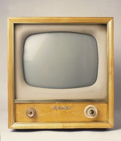 Gorgeous old television.. and this was what we watched our shows on as a kid.. aaah the memories.  LUV IT!