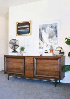 A Modern, Eclectic Bedroom Reveal http://hitherandthither.net/2016/09/modern-eclectic-bedroom-reveal.html?utm_campaign=coschedule&utm_source=pinterest&utm_medium=Ashley%20Muir%20Bruhn&utm_content=A%20Modern%2C%20Eclectic%20Bedroom%20Reveal