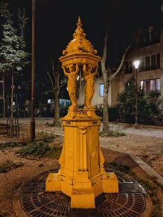 yellow wallace fountain paris