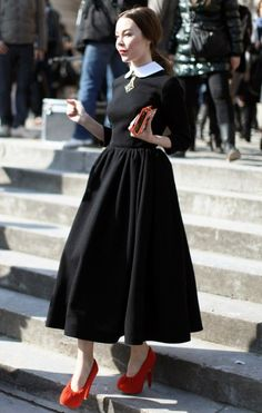 Today I am introducing Ulyana Sergeenko, a couture designer and acclaimed street style star. The beautiful Russian will amaze you with her elegant style. Modest Fashion, Skirt Fashion, Hijab Fashion, Fashion Dresses, Fashion Goth, Corporate Goth, Black Wardrobe, Ulyana Sergeenko, Looks Street Style