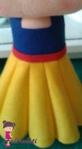 Branca de Neve em Feltro - Molde e Passo da Branca de Neve em Feltro Felt Dolls, Cheer Skirts, Facebook, Alice, Disney, Fashion, Felt Puppets, Snowman Ornaments, Cute Kids
