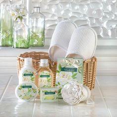 "White Gardenia Spa Set husk basket Cranberry Scent 7.50"" W x 11.00"" H  #HomeLocomotion"