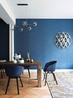 Designerul de interior Bianca Bosman a pus în contrast vârsta de aproape 100 de ani a clădirii în care este situat acest apartament ...