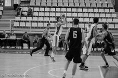 Un triple de #AlexJorda ayudó al #UALucentum a ponerse a 2 puntos de #BasquetGandia en el segundo cuarto. Pero el bagaje ofensivo se frenó. 1/6 en TC, 2/2 en TL. Demasiados minutos con el peso de la dirección del juego a su espalda: 1 asistencia, 3 recuperaciones. #baloncesto #basket #LigaValenciana #EBA #Lucentum