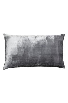Velvet cushion cover: Cushion cover in crushed velvet made from a soft viscose blend with a concealed zip.
