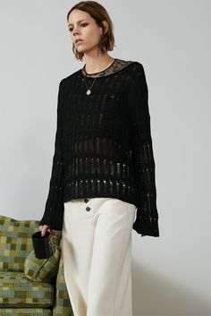 Zara takes on style for its new trend guide called, 'The New Grunge'. Starring Freja Beha Erichsen, the fashion shoot features oversized knitwear… Fashion Now, Fashion Shoot, Moda Grunge, Freja Beha Erichsen, Estilo Grunge, Zara, Knitwear Fashion, Got The Look, Skinny