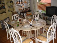 Klaffipöytä ja medaljonki-tuolit
