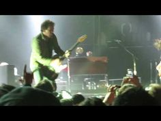 Eddie Vedder playing a fan out of the pit 11/23/13 - YouTube