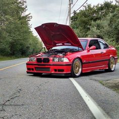 Hood up windows down. Supercharged E36 M3 sporting Turner camber arms RTABs diff mounts and a whole list of Turner made performance parts. --------------------------------------------------------- #BMW #m3 #e36 #turnermotorsport #turnerparts #activeauto #supercharged #bmwpics #bmwlove #bmwperformance #forgeline #hellrot #bmwgram #mpower by turnermotorsport