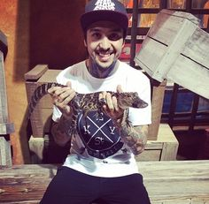 Tony Perry ~Pierce The Veil.my 2 favorite things! Like Bryan, Bryan Stars, Jaime Preciado, Tony Perry, Love Band, Great Smiles, Of Mice And Men, Pierce The Veil, Save My Life
