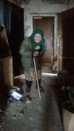 Её пентхауз больше социальной нормы. Вот так живёт пенсионерка в Усть-Усе (КОМИ), до которой абсолютно нет дела местным ЕДРОСАМ (http://vk.com/id19580578). В переселении бабушке отказано, так как её пентхауз больше сосиальной нормы. Бабушка живёт в этом бараке с 1947 года.