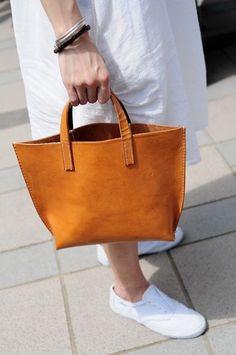d8f506a598 #purses and #handbags leather Borse In Pelle Marrone, Borse In Pelle Fatti A