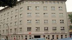 Eine Aufnahme des Karl-Liebknecht-Hauses 1994, als es noch Parteizentrale der PDS war