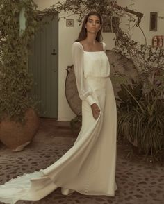 Wedding Dresses dazzling to super amazing gown information. A wide selection of … Wedding Dresses dazzling to super amazing gown information. A wide selection of notes. simple elegant wedding dress vintage id 2427884630 pinned on this day 20190509 Princess Wedding Dresses, Modest Wedding Dresses, Colored Wedding Dresses, Designer Wedding Dresses, Bridal Dresses, Backless Wedding, Tulle Wedding, Boho Wedding, Wedding Gowns