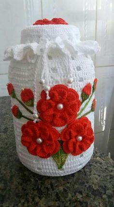 rose, crochet, can be a nice d - Salvabrani - Salvabrani Crochet Kitchen, Crochet Home, Cute Crochet, Crochet Crafts, Crochet Projects, Knit Crochet, Mason Jar Crafts, Bottle Crafts, Crochet Jar Covers