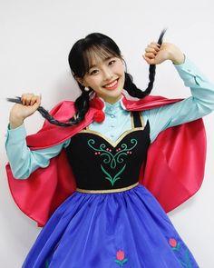 Kpop Girl Groups, Korean Girl Groups, Kpop Girls, Sooyoung, Chuu Loona, Kim Doyeon, Princess Costumes, Olivia Hye, Soyeon