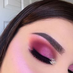 Closed eye viewz. Alright guys I'm officially sick of reds/pinks my page is filled w those colored looks at this point  Gonna use some neutral shades and experiment with diff colors now! I've already hit pan on some of the Modern Renaissance palette shades   details  #ABH #ModernRenaissance shades 'red ochre, venetian red, raw sienna' • #Anastasia #Dipbrow pomade in 'ash brown' • @loveluxebeauty pressed highlighter on the lid & cheek in 'Next Level' + 'Imaginary' • #GlitterInjections 'pin...
