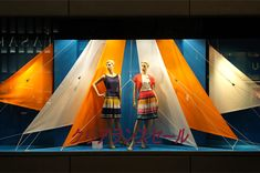 sailing away, pinned by Ton van der Veer Window Display Retail, Window Display Design, Retail Windows, Store Windows, Fabric Display, Visual Merchandising Displays, Visual Display, Japan Design, Vitrine Design