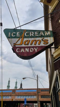 Sam's Ice Cream & Candy neon sign in Covington, Kentucky. Old Neon Signs, Vintage Neon Signs, Old Signs, Covington Kentucky, Retro Signage, Electric Signs, Building Signs, Neon Nights, Neon Rainbow