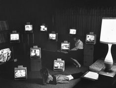vintage everyday: Old Pictures of People Watching TV