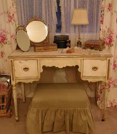 Love the vanity...the mirrors....the curtains!