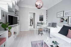 Lundin Fastighetsbyrå - 2:a Vasastaden - Unik etagelägenhet med wow-faktor & stor takterrass! Gallery Wall, Living Room, Home Decor, Decoration Home, Room Decor, Home Living Room, Drawing Room, Lounge, Home Interior Design