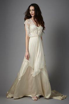 Découvrez la robe de mariée Catherine Deane Lita disponible chez Plume Paris, boutique de robes de mariée à Paris