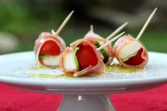 25 Genius Toothpick Appetizers That Will Curb the Munchies Italian Appetizers, Cold Appetizers, Healthy Appetizers, Appetizer Recipes, Delicious Appetizers, Party Appetizers, Appetizer Plates, Christmas Appetizers, Party Recipes