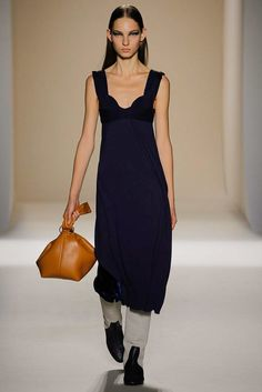 Victoria Beckham Spring 2017 Ready-to-Wear Fashion Show - Zhenya Migovych
