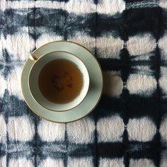 shibori | shibori dye | japanese craft | jørgen & gaspard | black | dyes | studio | household linen | napkins | table runner | teacup | flea market | colors inspiration | home | home interior | home decoration