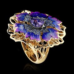 Mousson Cornflower Ring in 750 yellow gold, Tanzanite, Sapphires, Enamel