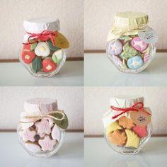 Seasonal mini icing cookies by artist Take Yoko Mini Cookies, Flower Cookies, Cute Cookies, Meringue Cookies, Royal Icing Cookies, Sugar Cookies, Cookie Packaging, Food Packaging Design, Cookie Box