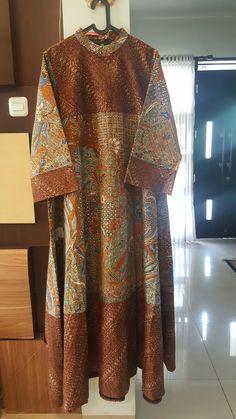 Dress kombinasi Batik Fashion, Abaya Fashion, Ethnic Fashion, African Fashion, Womens Fashion, Blouse Batik, Batik Dress, Dress Batik Kombinasi, Hijab Dress Party