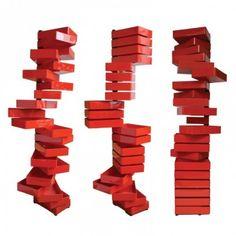 RANGEMENT REVOLVING CABINET  Meuble à 20 tiroirs pivotants en plastique.  Base et barre verticale métal noir.  Tiroirs plastique acrylique rouge poli. Pieds réglables, en plastique noir.  Designer :SHIRO KURAMATA Marque :CAPPELLINI Couleur :ROUGE Dimensions : L 36cm H 185cm P 25cm  #Jbonet #design #Cappellini
