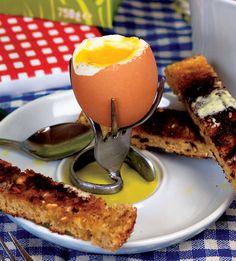 Bent fork egg cup